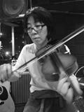 ヴァイオリンをひくコトリちゃん