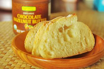 フランスパンとチョコレート・ヘーゼルナッツ・バター